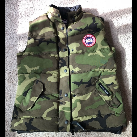 Canada Goose Jackets   Blazers - CANADA GOOSE CAMO WOMEN S FREESTYLE DOWN  VEST MED 8619d42f04
